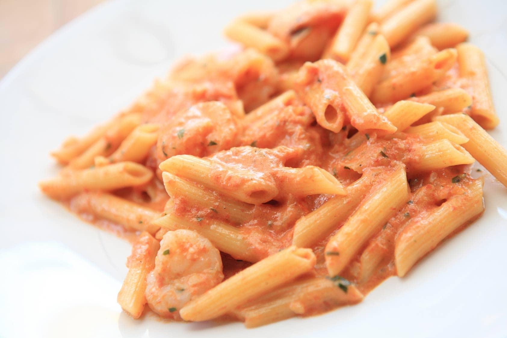 Op hoge hakken in de keuken: Pasta met vodka en garnalen