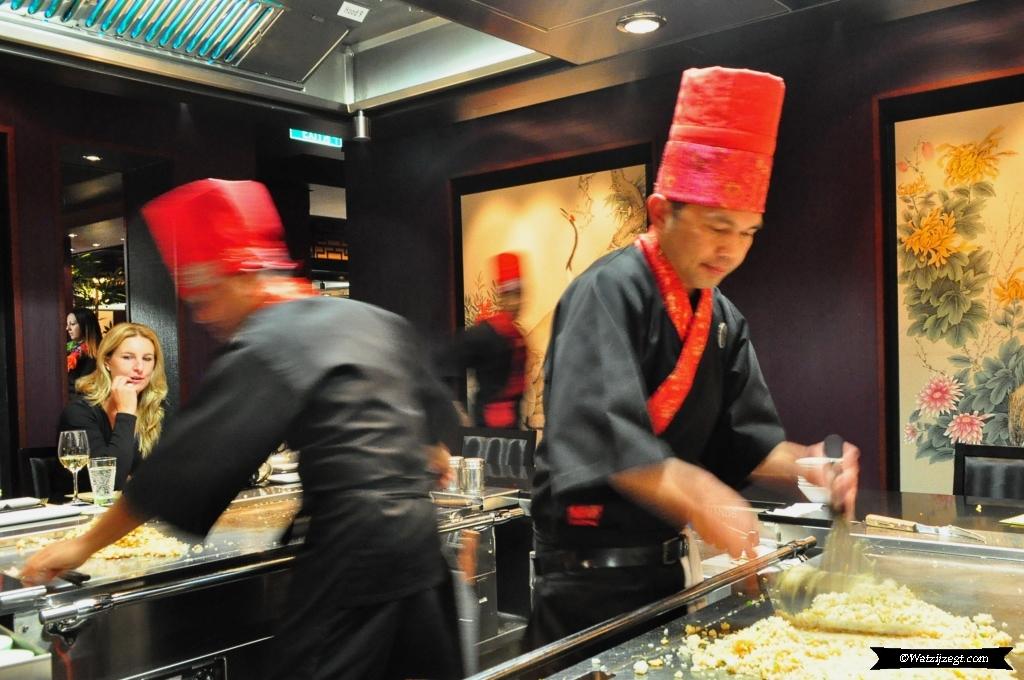 Cruise to Nowhere Teppanyaki koks - Watzijzegt.com