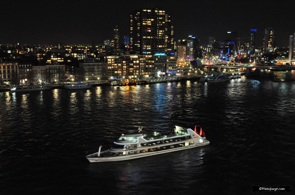 Cruise to Nowhere afvaart Rotterdam - Watzijzegt.com