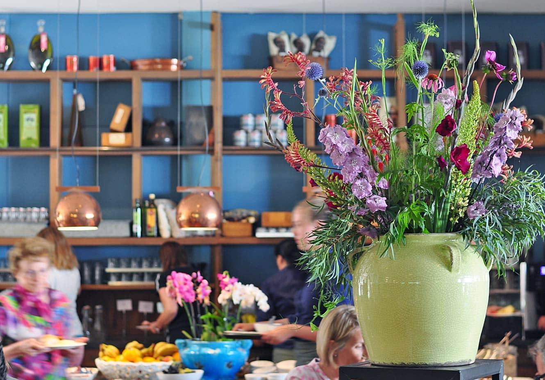 Ontbijtbuffet in blooming hotel in Bergen