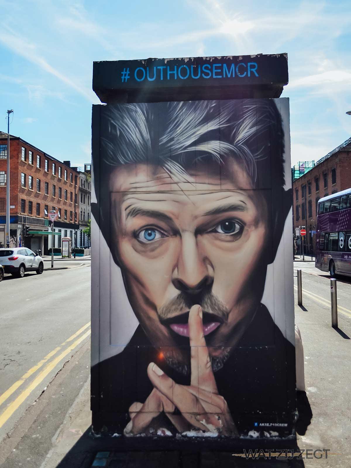 David Bowie vereeuwigd in street art in de straten van Manchester