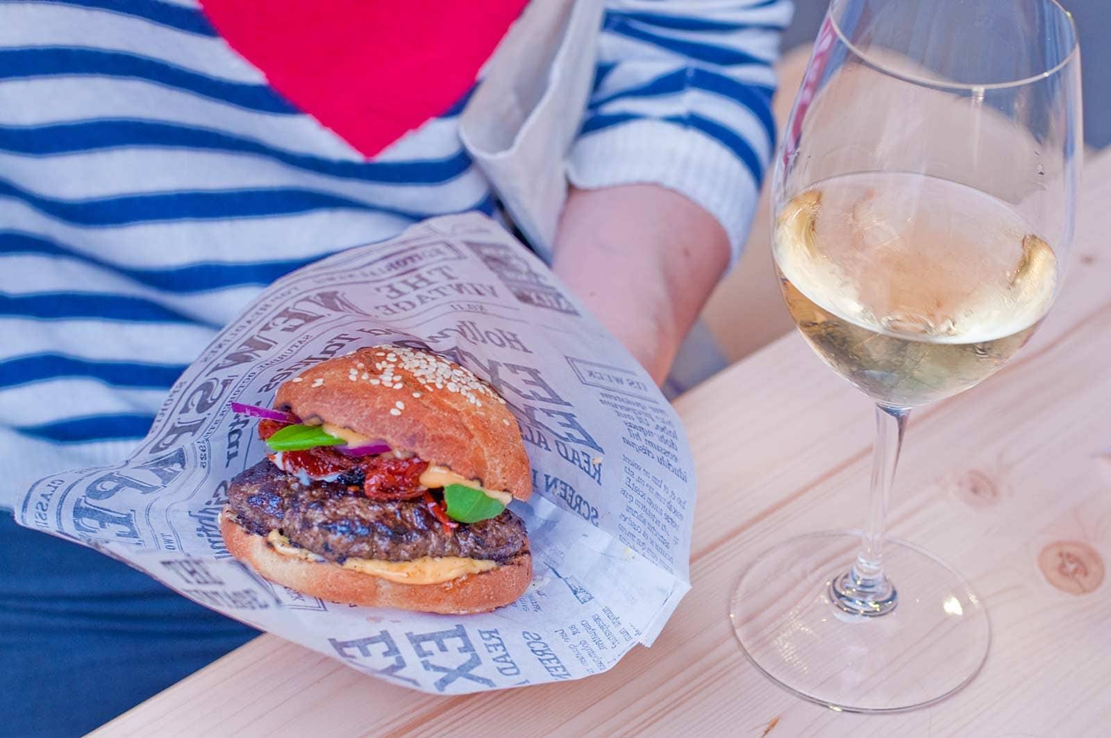 Burgers & wijn bij Aarhus Street Food