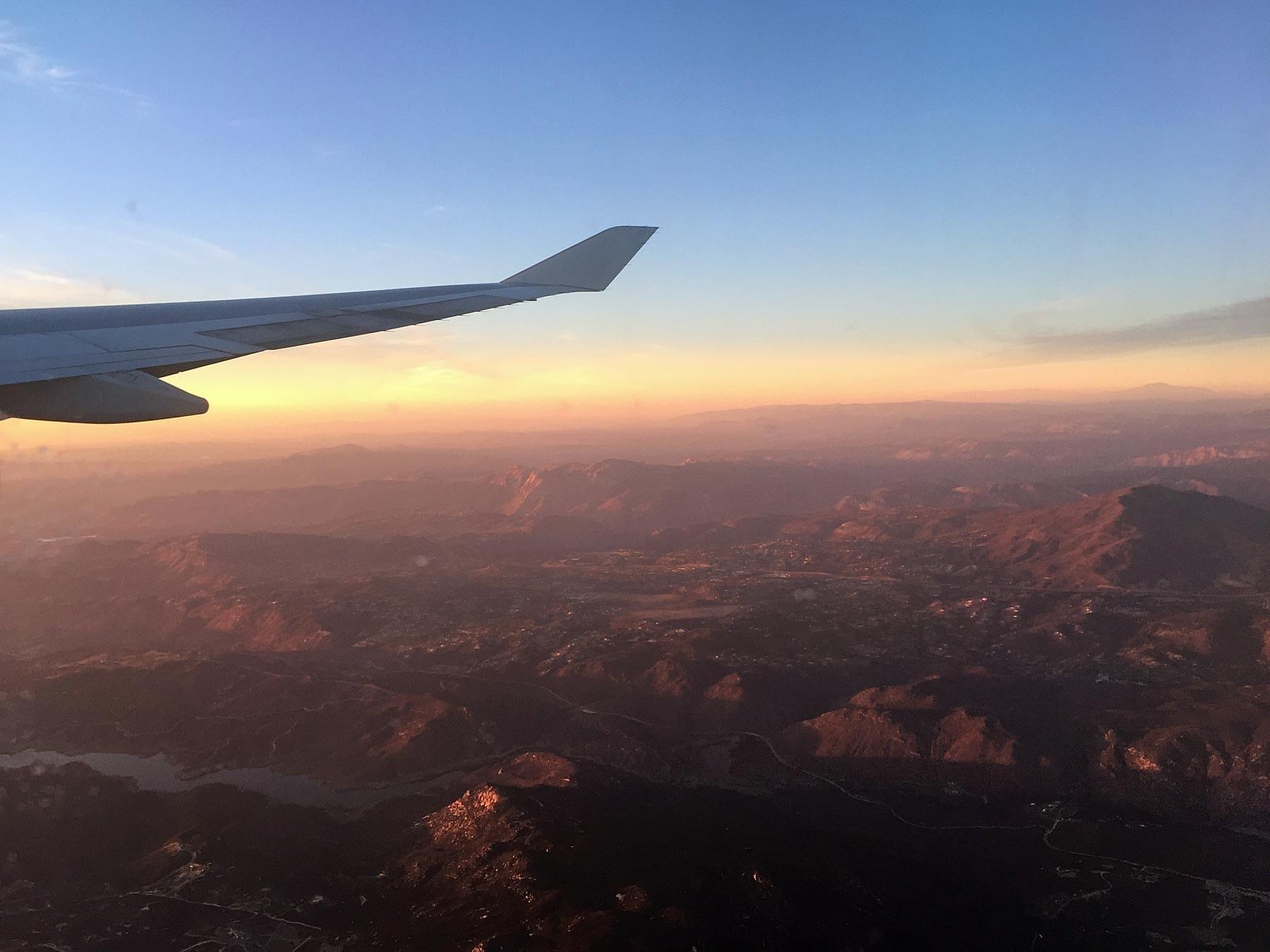 Zonsondergang San Diego vanuit het vliegtuig
