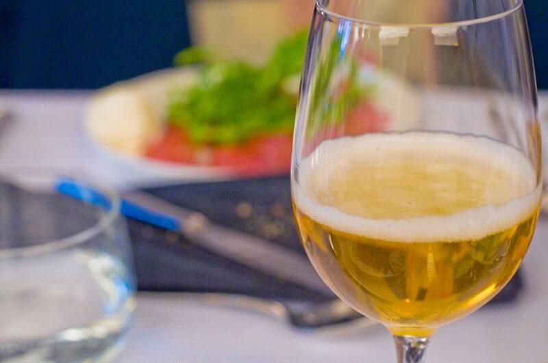 Bier in vrouwenhanden bij Café Belge in Mechelen