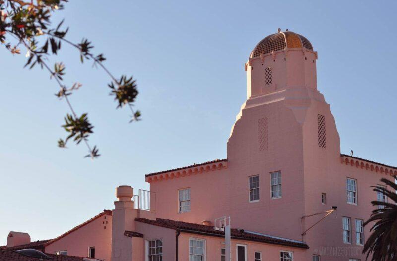 Zon en roze hotels in La Jolla, San Diego