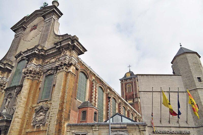 Paleis van Margareta van York en nu Stadsschouwburg van Mechelen