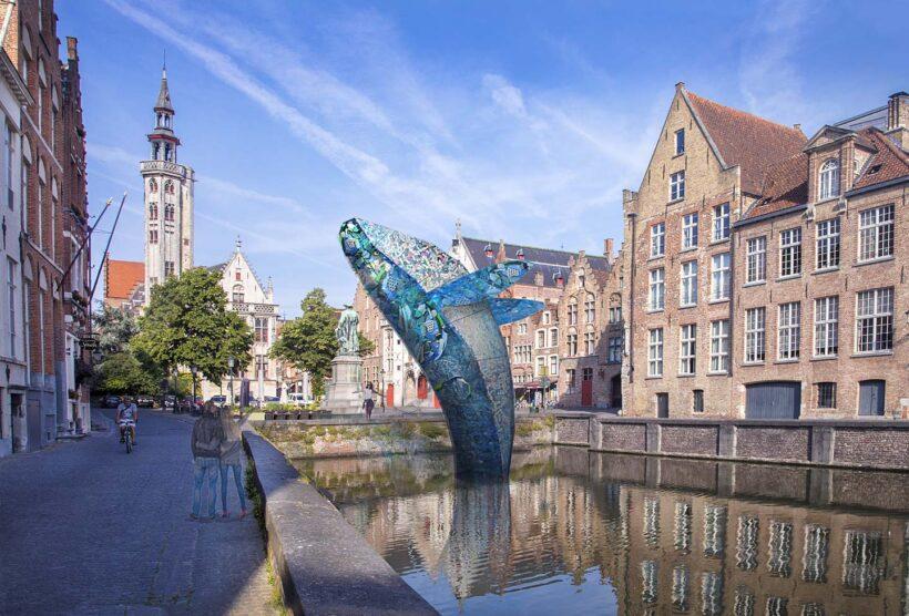 Studio KCA, Skyscraper (The Bruges Whale), gemaakt van afval uit de plasticsoep die wereldwijd in zeeën drijft.