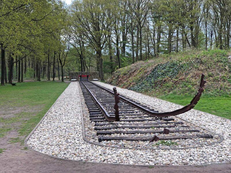 Rails monument in voormalig Kamp Westerbork