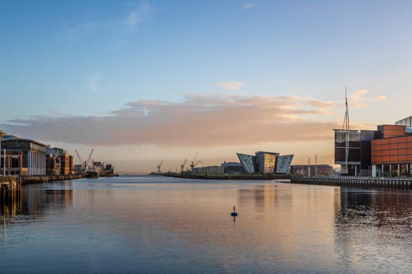 Citytrip Belfast: dit zijn de Must Do's in Belfast: Titanic Belfast (foto door Alexey Fedorenko via Shutterstock)